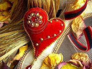 Создаем брошь ко Дню Святого Валентина в технике золотого шитья на бархате. Ярмарка Мастеров - ручная работа, handmade.