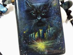 Кот Баюн — Ночной город — кулон с лаковой росписью. Ярмарка Мастеров - ручная работа, handmade.