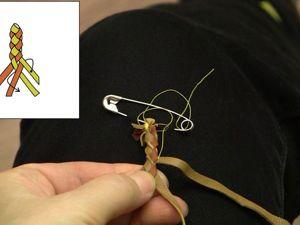 Плетение шнура из четырех кожаных полос на коленке. Ярмарка Мастеров - ручная работа, handmade.