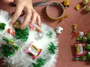 Новогодня Елочка  своими руками с конфетами и игрушками. Ярмарка Мастеров - ручная работа, handmade.