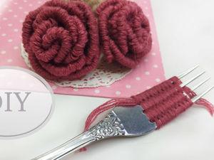 Как сделать розы из пряжи на вилке. Ярмарка Мастеров - ручная работа, handmade.