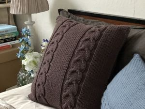 Вяжем подушку с косами 40 см на 40 см. Ярмарка Мастеров - ручная работа, handmade.