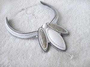 """Колье """"Зимний цветок"""" в технике вышивки бисером. Ярмарка Мастеров - ручная работа, handmade."""