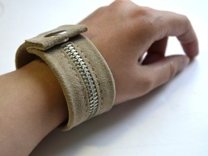 Создаём браслет из кожи и молнии. Ярмарка Мастеров - ручная работа, handmade.