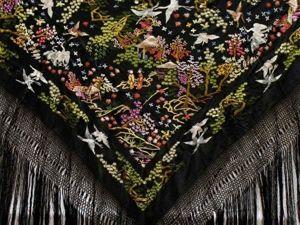 Сюжетная вышивка на испанских шелковых шалях из Манилы. Ярмарка Мастеров - ручная работа, handmade.