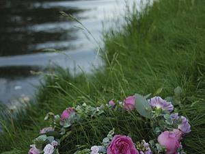 Создаем романтичный венок на голову из живых цветов. Ярмарка Мастеров - ручная работа, handmade.