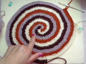 Вяжем крючком по кругу — коврик из остатков пряжи. Ярмарка Мастеров - ручная работа, handmade.