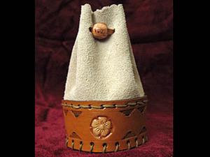 Замшевый мешочек с кожанной вставкой и тиснением.. Ярмарка Мастеров - ручная работа, handmade.