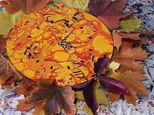 """Часы """"Осенний Букет"""" в технике рисование на воде и марморирование. Ярмарка Мастеров - ручная работа, handmade."""