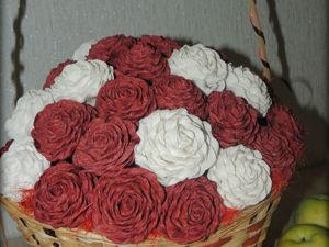 Декорируем корзинку розами из гофрированной бумаги. Ярмарка Мастеров - ручная работа, handmade.