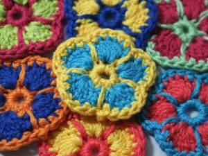Вяжем цветок крючком для начинающих. Ярмарка Мастеров - ручная работа, handmade.