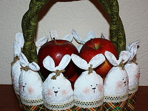 Пасхальная корзинка с зайцами. Ярмарка Мастеров - ручная работа, handmade.