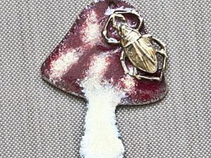"""Винтажный кулон """"Мухомор"""". Разноцветные порошки (пудра) для эмбоссинга, плавление, эмалирование. Ярмарка Мастеров - ручная работа, handmade."""