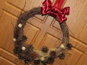 Мастерим новогодний венок из шишек и березовых веточек. Ярмарка Мастеров - ручная работа, handmade.