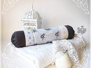 Наволочка на подушку в форме валика. Ярмарка Мастеров - ручная работа, handmade.