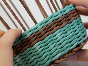 Видео мастер-класс: простая конфетница из бумажных трубочек. Ярмарка Мастеров - ручная работа, handmade.