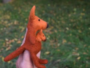 Кенгуру — игрушка на пальчик. Ярмарка Мастеров - ручная работа, handmade.