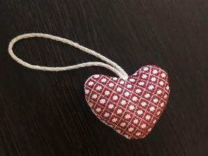 Брелок-сердечко с японской вышивкой kogin ко дню всех влюбленных (14 февраля) и не только!. Ярмарка Мастеров - ручная работа, handmade.