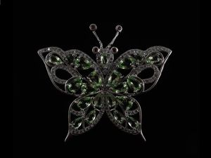 Аукцион на Кулон  «Бабочка»  с Зеленым Аметистом и Гранатами. Ярмарка Мастеров - ручная работа, handmade.