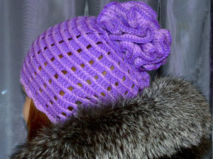 Вяжем простую шапочку крючком с шишкой-цветком. Ярмарка Мастеров - ручная работа, handmade.
