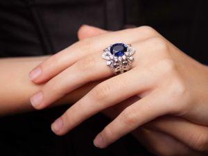 Яркое кольцо с бархатно-синим сапфиром в серебре 925. Ярмарка Мастеров - ручная работа, handmade.