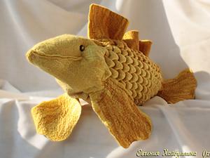 """Валяная подушка с буфами """"Рыба золотая"""". Ярмарка Мастеров - ручная работа, handmade."""