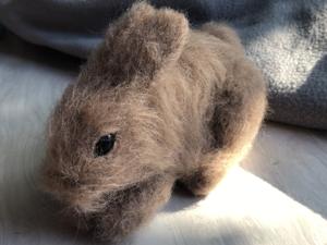 Валяем пушистого декоративного кролика: зайка из шерсти. Ярмарка Мастеров - ручная работа, handmade.
