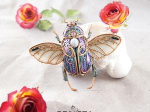 ВИДЕО. Брошь-кулон Жук с крыльями с переливами цвета из полимерной глины. Ярмарка Мастеров - ручная работа, handmade.