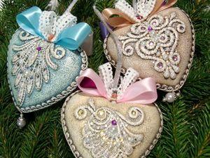 Кружевные сердечки на елку. Ярмарка Мастеров - ручная работа, handmade.