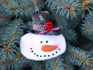 Видео мастер-класс: Мастерим елочную игрушку Снеговик, в технике грунтованный текстиль. Ярмарка Мастеров - ручная работа, handmade.