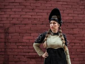 Девушка-сварщик не стесняется бицепсов и превращает спецодежду в королевские наряды. Ярмарка Мастеров - ручная работа, handmade.
