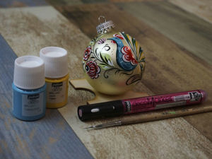 Рисуем акрилом на елочном шаре, в стиле городецкой росписи. Ярмарка Мастеров - ручная работа, handmade.