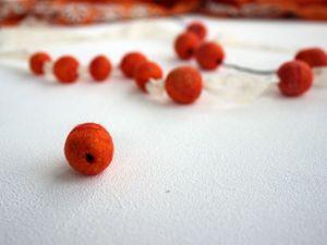 Валяем бусины с отверстием. Ярмарка Мастеров - ручная работа, handmade.