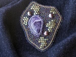 """МК вышитая брошь """"Royal"""" с аметистом и жемчугом. Ярмарка Мастеров - ручная работа, handmade."""