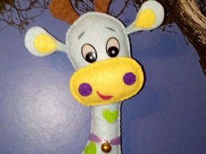 Изготавливаем симпатичного жирафика из фетра. Ярмарка Мастеров - ручная работа, handmade.