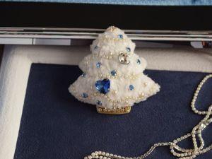 Видео броши белой елочки Снежинка Пушинка. Ярмарка Мастеров - ручная работа, handmade.