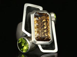 Кольцо с топазом-империалом и хризолитами. Ярмарка Мастеров - ручная работа, handmade.