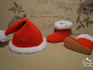 """Вязаные сапожки и шапочка-колпачок """" Santa"""". Ярмарка Мастеров - ручная работа, handmade."""