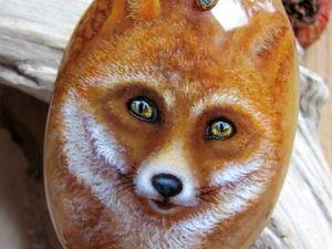 Кулон с росписью на камне « Лисичка . Взгляд предков. ». Ярмарка Мастеров - ручная работа, handmade.