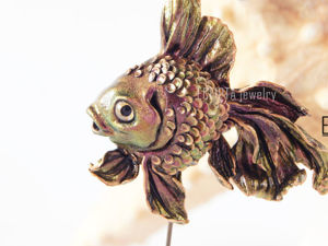 ВИДЕО. Брошь-игла рыбка блестящая, золотая рыбка из полимерной глины. Ярмарка Мастеров - ручная работа, handmade.