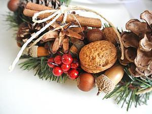Делаем новогодний венок из шишек и орехов. Ярмарка Мастеров - ручная работа, handmade.