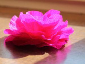 Как сделать красивый цветок из гофрированной бумаги. Ярмарка Мастеров - ручная работа, handmade.
