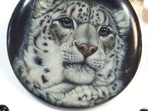 Ирбис – снежный барс, дикий и прекрасный, украшение с лаковой миниатюрной росписью. Ярмарка Мастеров - ручная работа, handmade.