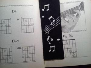 Вышиваем закладку для книг в подарок музыканту. Ярмарка Мастеров - ручная работа, handmade.