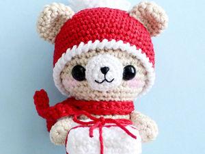 Вяжем амигуруми: «Новогодний мишка с подарком». Ярмарка Мастеров - ручная работа, handmade.