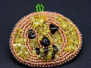 Создаем брошь «Тыква» на Хеллоуин из бисера и камней. Ярмарка Мастеров - ручная работа, handmade.