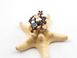Элегантное эксклюзивное кольцо с радужным опалом, аметистом и родолитом. Ярмарка Мастеров - ручная работа, handmade.