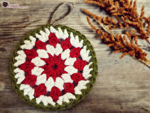 Вяжем ёлочную игрушку крючком. Медальон с рождественским цветком!. Ярмарка Мастеров - ручная работа, handmade.