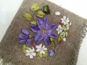Вышиваем на мешковине цветок клематиса. Ярмарка Мастеров - ручная работа, handmade.