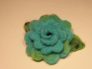 """Брошь """"Роза"""" из шерсти методом сухого валяния. Ярмарка Мастеров - ручная работа, handmade."""